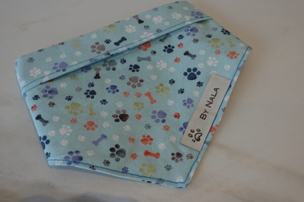 Handmade by Nala Happy paws light blue